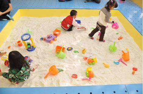 儿童淘气堡沙池清洁保养及作用